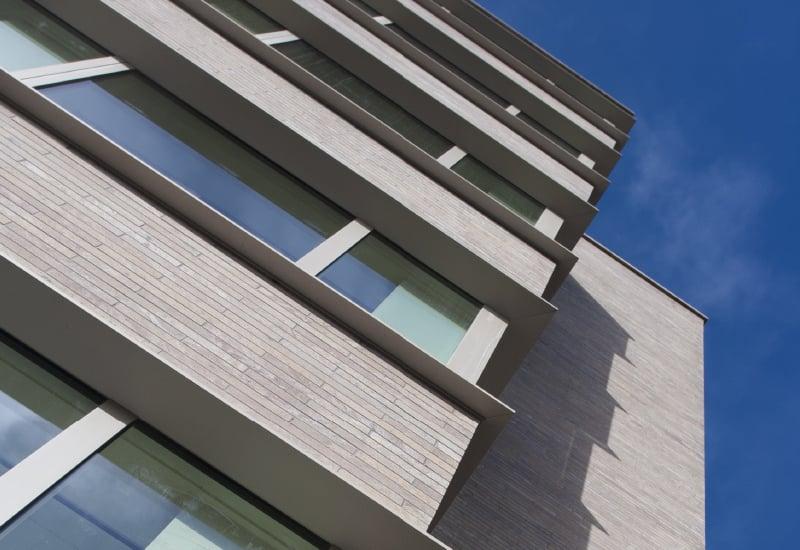 Fotografia de edifício com o sistema ECLAD aplicado